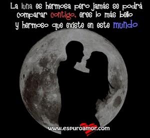 dibujo de enamorados frente a la luna con lindo mensaje