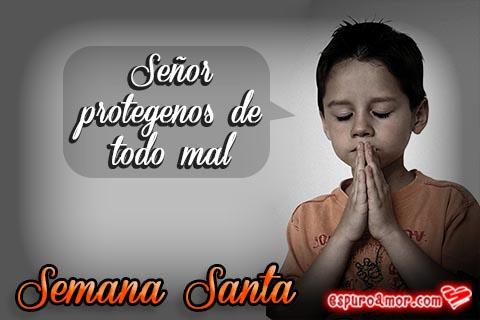 Niño rezando con las manos juntas